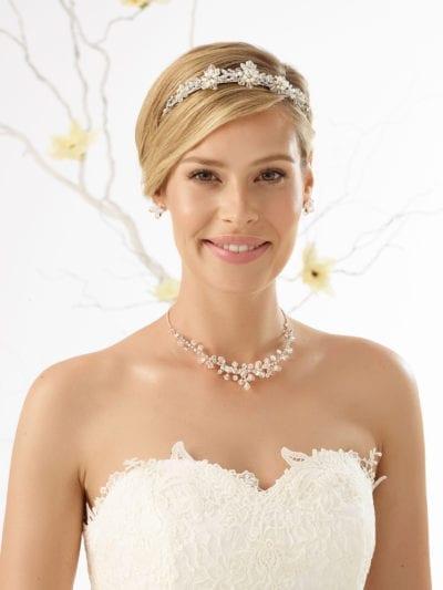 Bianco Evento . N23. Halskæde og tilhørende øreringe med rhinsten og krystaller.